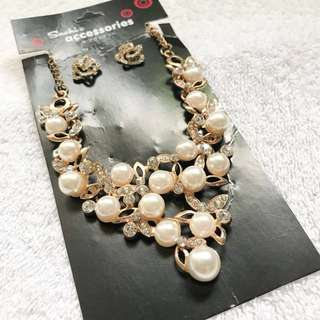 Necklace & Earrings set (Pearl and Rhinestones)