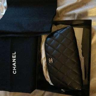 CHANEL 全新 真 Vintage 黑色 菱格 羊皮  保值 Cosmetic Bag 實用 奢華 化妝袋 內籠酒紅色 高貴  舞會 宴會必備 送比女朋友 老婆 外母 都大方得體
