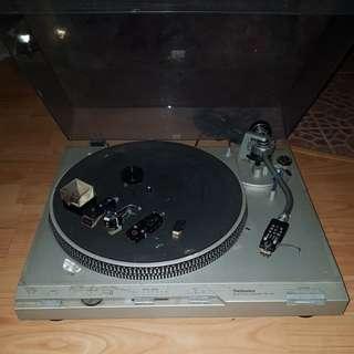 Technics SL-D3 turntable