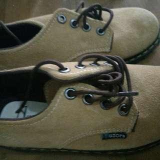 Sepatu formal anak