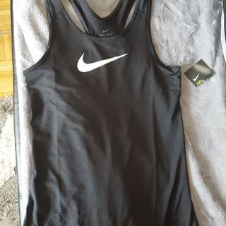 BNWT NIKE training top