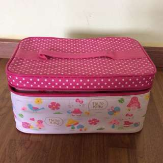 Hello Kitty lunch boxes comes with Cooler bag