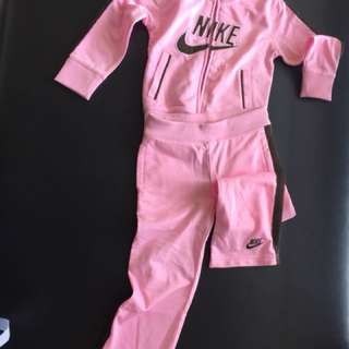Outfit Nike size 3T