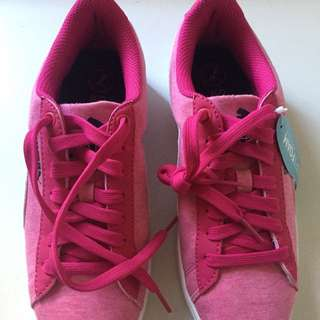 *SHIPS FOR FREE* New Puma Vikky Low Top Sneakers w/ Soft Foam