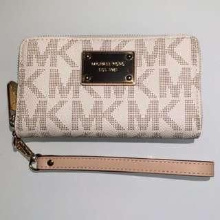 Michael Kors- wallet, logo design