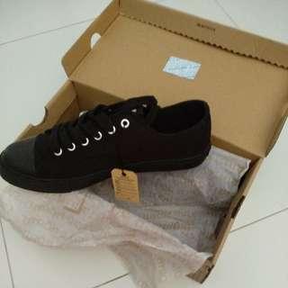 Black Shoes Size:8
