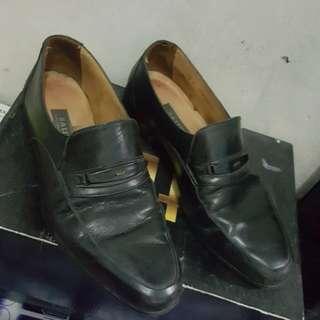 Sepatu Bally