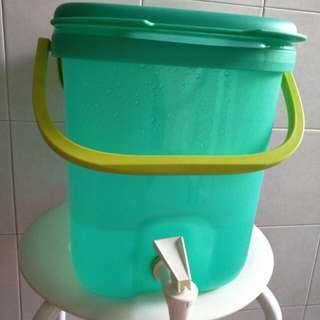 Tupperware water dispenser 10L