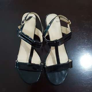 Comfit Black and Gold Sandals size 40