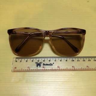 Kacamata Hitam Classic