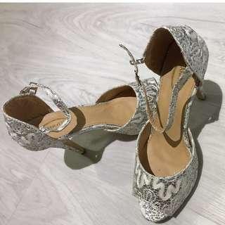 *Blink* Ladies White Shoes *Blink* heels platform wedge (Half price of $22.60)