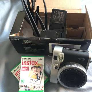 INSTAX Polaroid 10/10 CONDITION w/ 2 PACK FILM