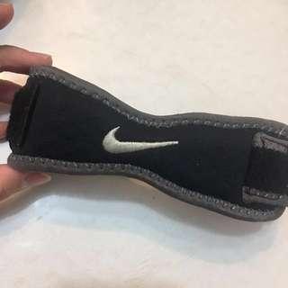 Nike 護具 護膝 膝帶 (籃球 足球 羽毛球 網球 健身 adidas asics reebok Air Jordon AF1