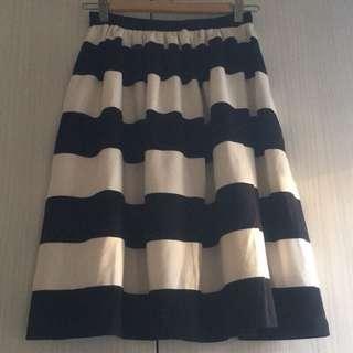 GU 黑白圓裙