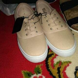 new sneaker original rubi size 39