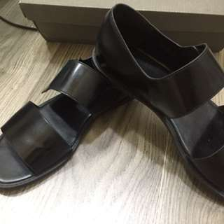 Preloved charles & keith flat classic shoes