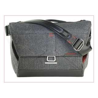 Peak Design The Everyday Messenger Bag 13  BS-13-BL-1  Charcoal color