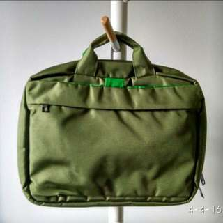 Lightly used Hellolulu laptop bag