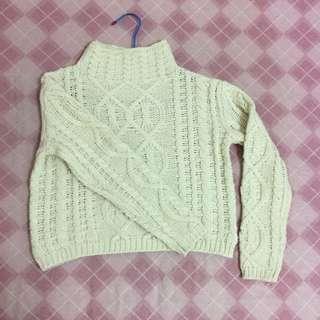 米色短版高領毛衣