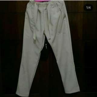 Strip pants (celana bahan) tidak nerawang dan panjangnya semata kaki ya😍