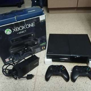 Xbox One 500GB with 2 controller