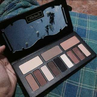 KAT VON D EYE PALLETE AND CONTOUR