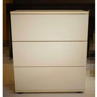 Chest of 3 drawers in white (Ikea)