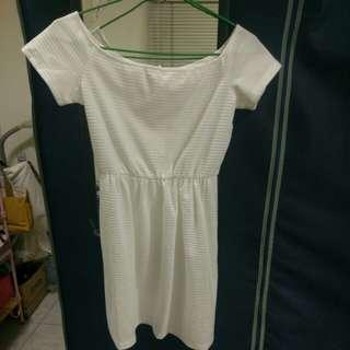 🚚 一字領白色洋裝