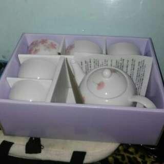 tea jar and cups