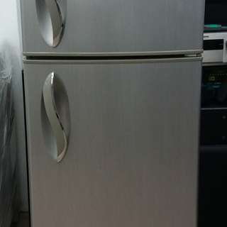 LG TOO DOOR FRIDGE One month warranty. Body conditions 80%ok Working conditions 100%ok You can call ro SMS/whatsup 01131838436