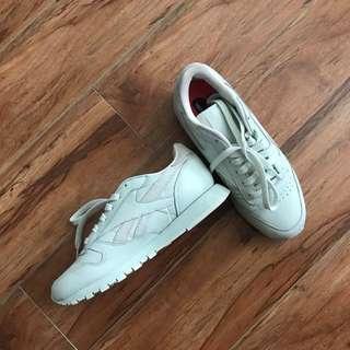REEBOK shoes size 5