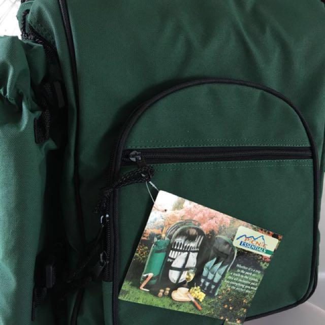 超實4人用野餐套裝Backpack picnic set for 4