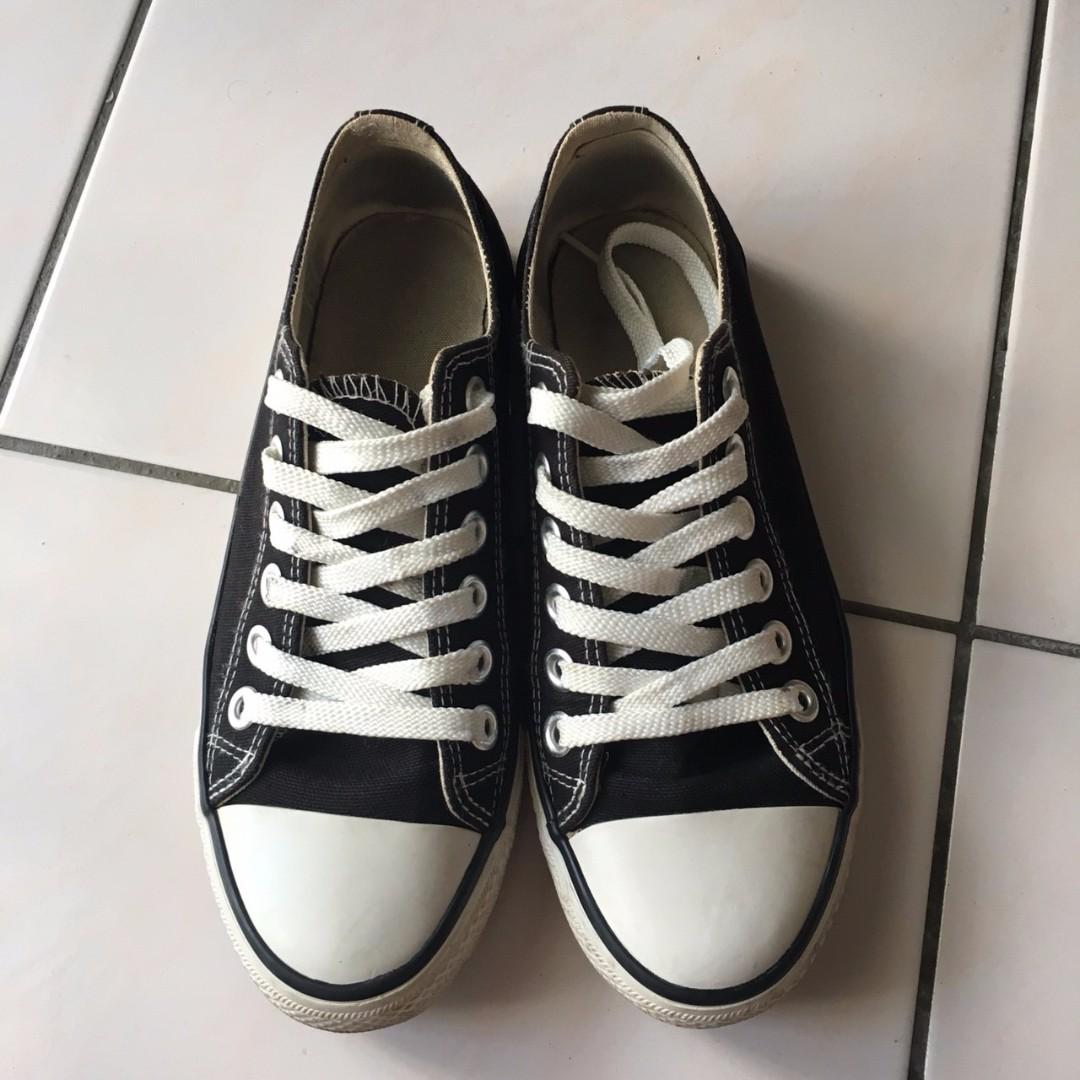 二手 黑色帆布鞋