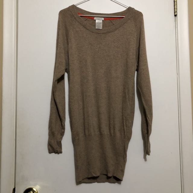 Aritzia Long Fitted Bottom Sweater