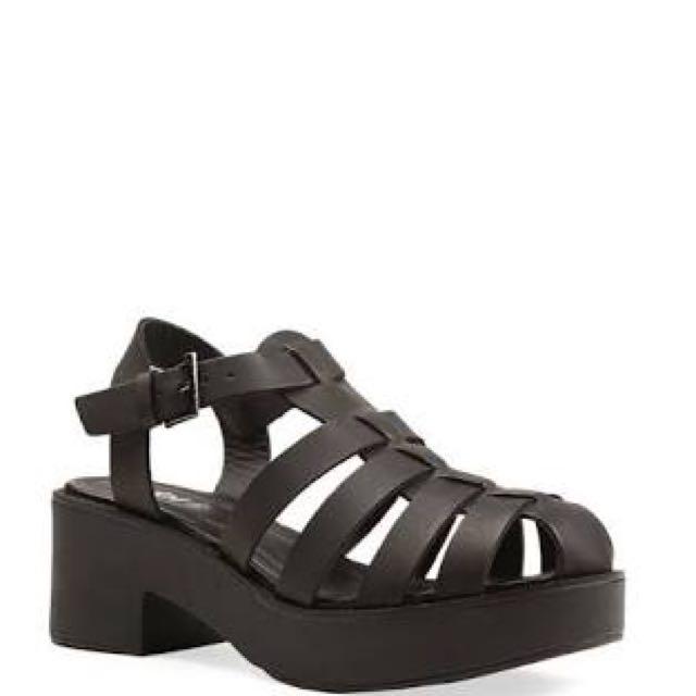 Bermuda heels 👠