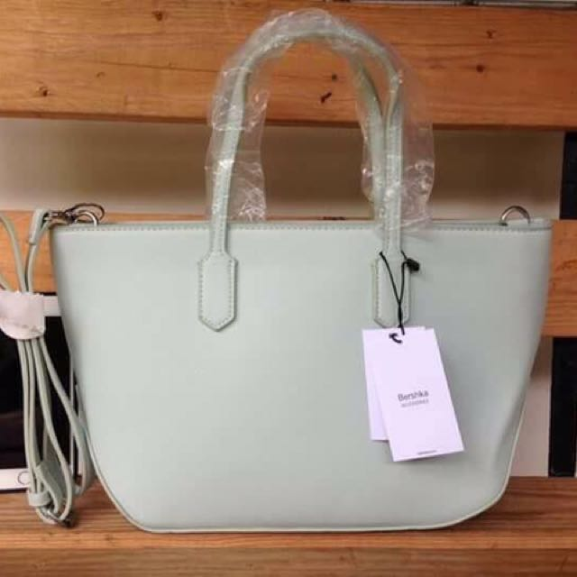 2f4b4c5a30ab Bershka bag 👜 (authentic) free shippinh