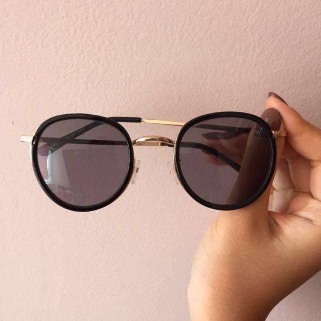 Black and gold cute sunglasses