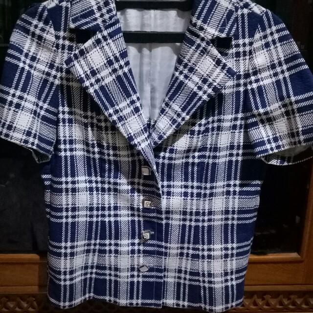 blazer pendek biru kotak