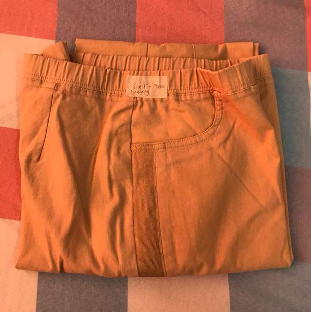 Celana panjang cream size L