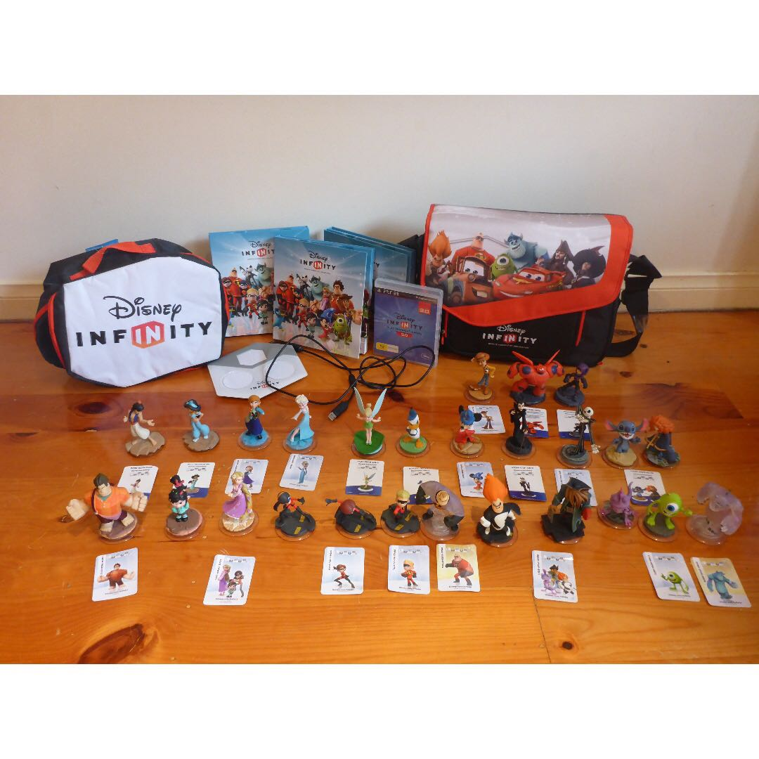Disney Infinity set (Children's toys) (Collectibles) (Video game)
