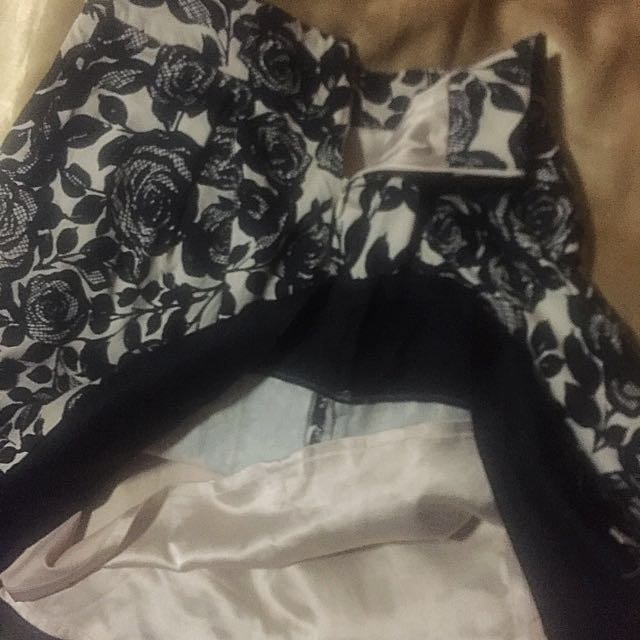 Gorgeous Black on nude Rose etched Skirt by Review Size 8/XS