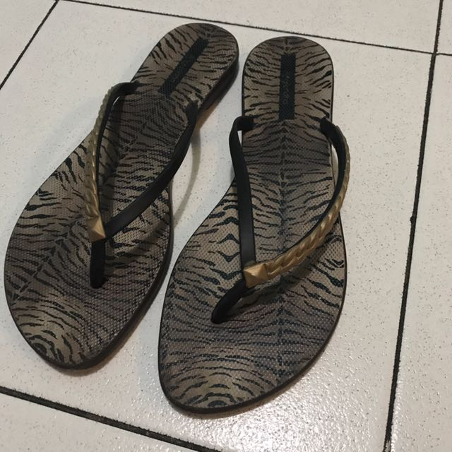 Grendha Rubber Slippers Size 8