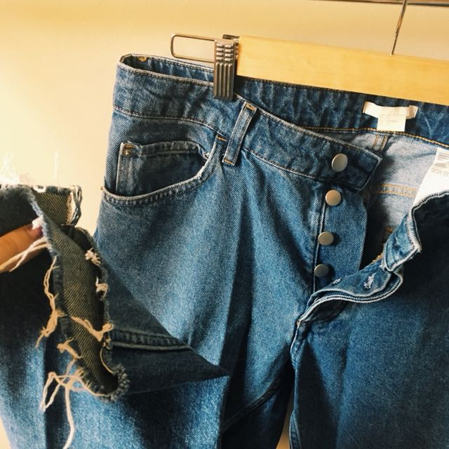h&m high waisted 'mom' jeans with button style fly, distressed hem. women's size 14.