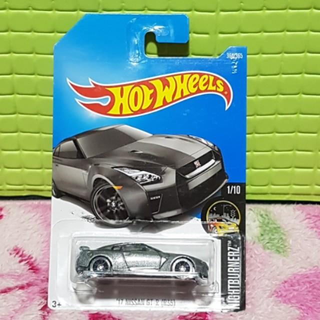 Hot Wheels 17 Nissan GT-R R33