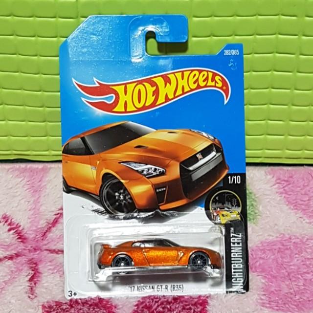 Hot Wheels 17 Nissan GT-R R35