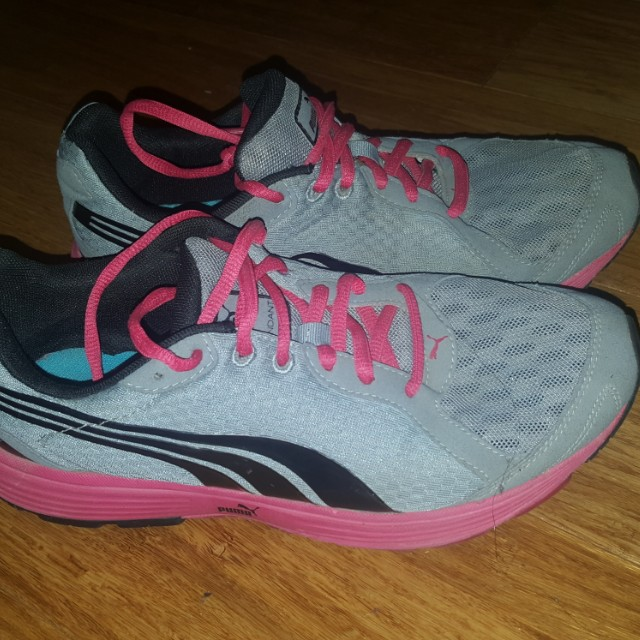 Ladies Puma Shoes Size 7-8
