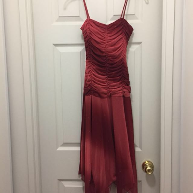 Laura - evening dress in glittery red