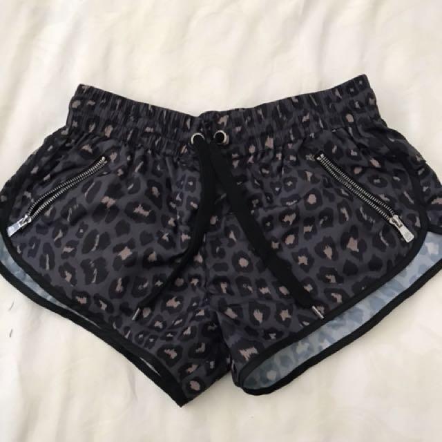 L'urv shorts