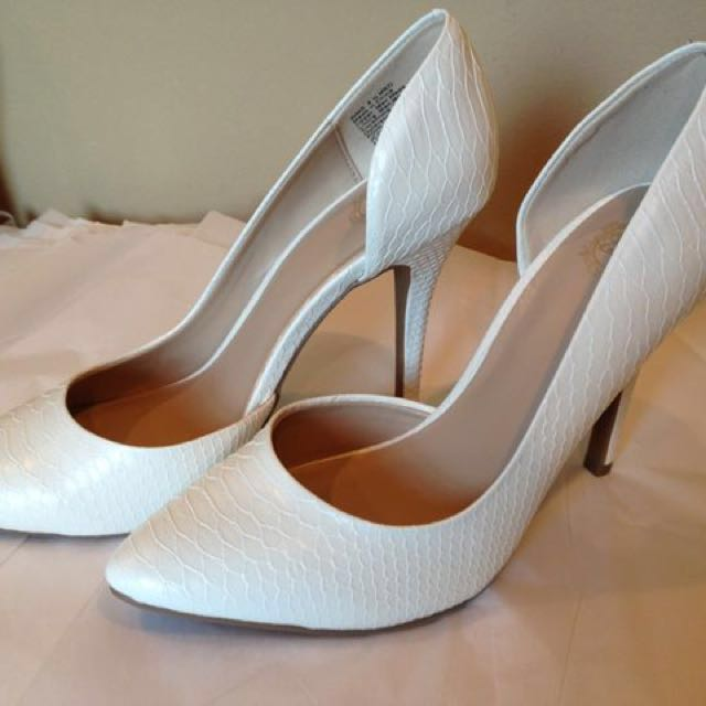 New juicy couture white pumps
