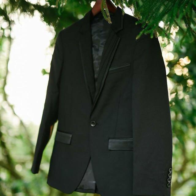 Onesimus Black Coat for Rent